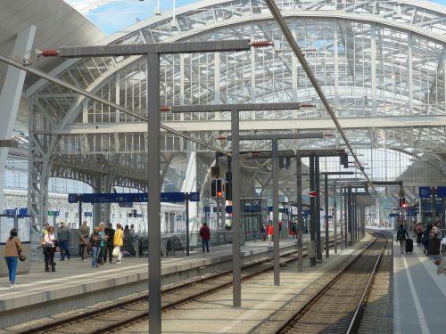 railway station concourse gleise