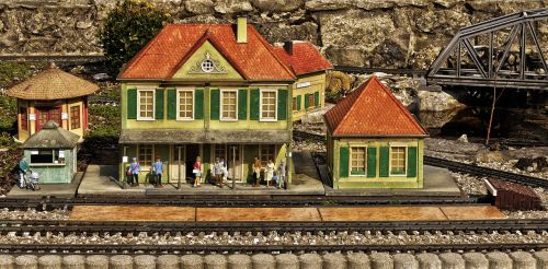 railway station model railway platform