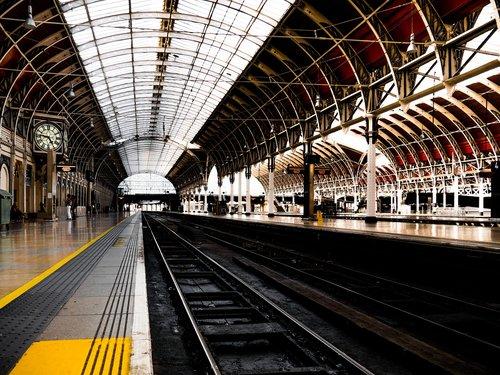 railway station  gleise  sing
