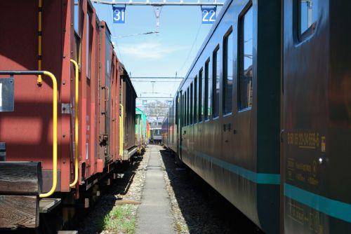 railways station cars