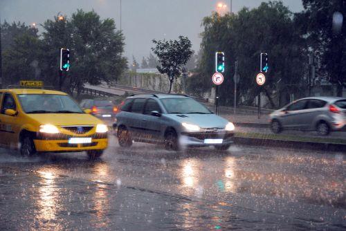rain traffic car