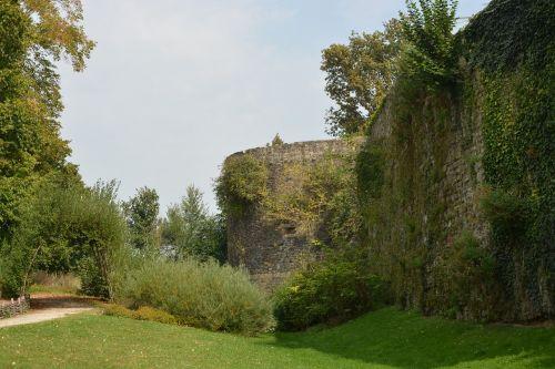 ramparts fortification dol de bretagne