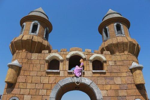 rapunzel  tower  door