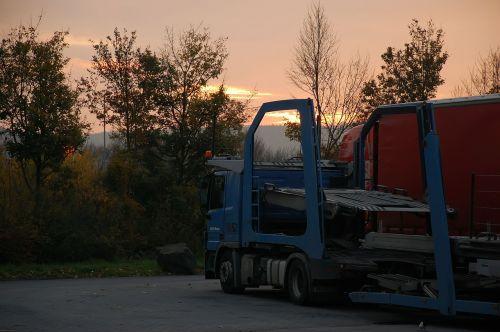 raststätte truck morgenstimmung