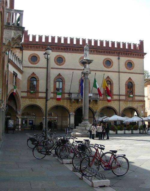 ravenna piazza del popolo town hall