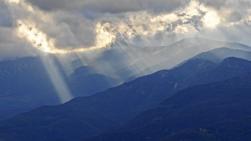 ray of light mountains clouds