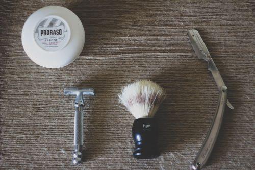 razor blade brush