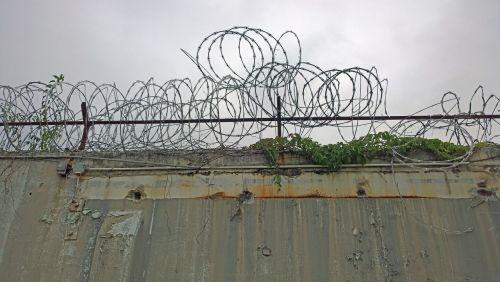 razor wire prison fence