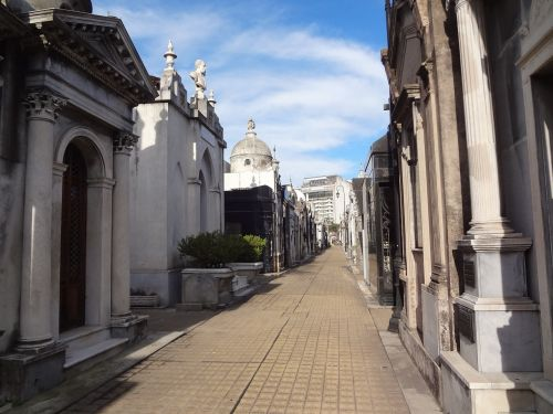 recoleta cemetery buenos aires tombs