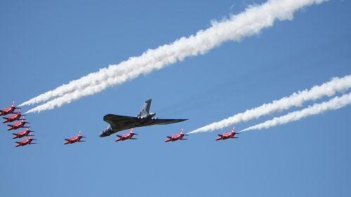 red arrows vulcan royal air force