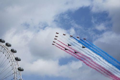 red arrows aerobatics formation