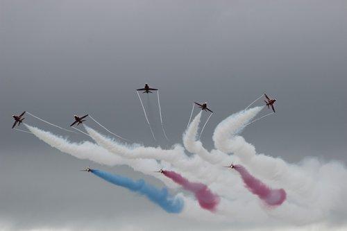 red arrows  display  jet