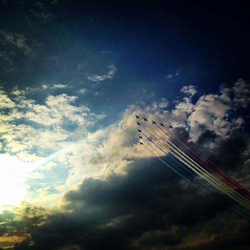 red arrows aeroplane red