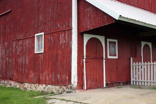 red barn barn wood barn