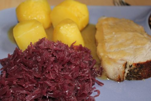 red cabbage roast pork eat