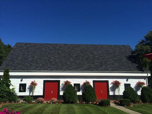 raudonos durys,Šalis,mėlynas dangus,gamta,kaimas,namas,architektūra