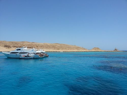 red sea ejipto boat