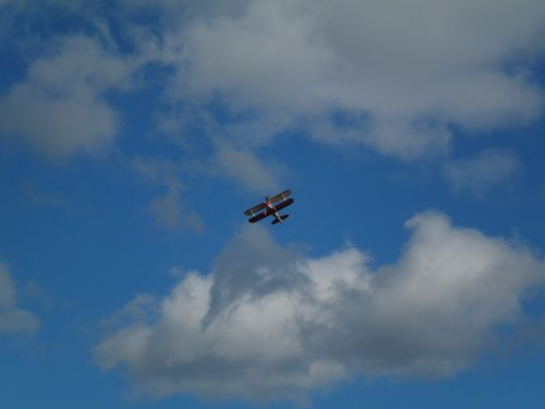 redbull airrace,skristi,aerobatis,flugshow,m17,zeltweg,raudona buliukas,raudonas bulius,propelerio plokštuma,orlaivis,aviacija,skrajutė,sportinis orlaivis,lengvas orlaivis,propeleris,dviaukštis,wingwalk