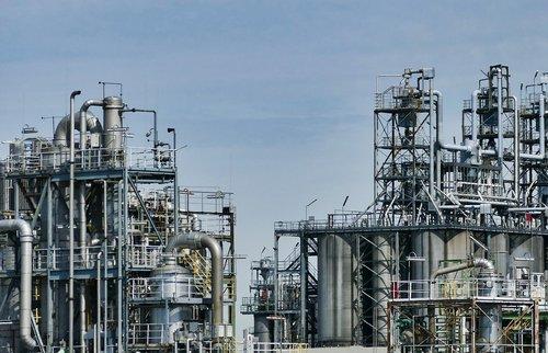 refinery  oil  industry