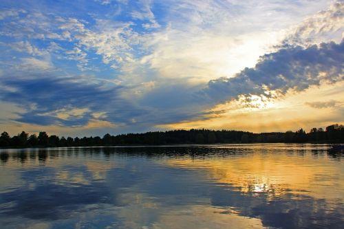 atspindys,vandenys,ežeras,gamta,saulėlydis,abendstimmung,dangus,vakarinis dangus,romantiškas,losheimerio rezervuaras,Saarlandas,Vokietija,tylus ežeras,vakarinis ramus,debesys,vasara,vakaro valanda,pastellfarben,atgal šviesa