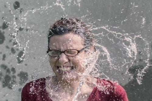 refreshment splash water