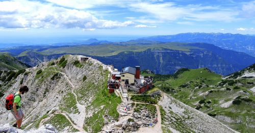refuge mountain italy