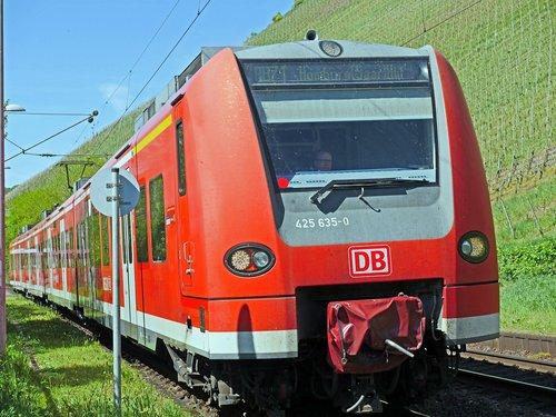 regional train  elektrotriebzugzug  vineyards