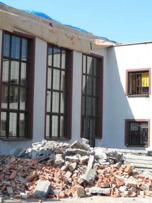 repair debris ruins