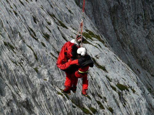 rescue helpers mountain rescue emergency
