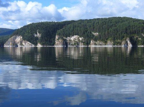 reservoir  bay  rocks