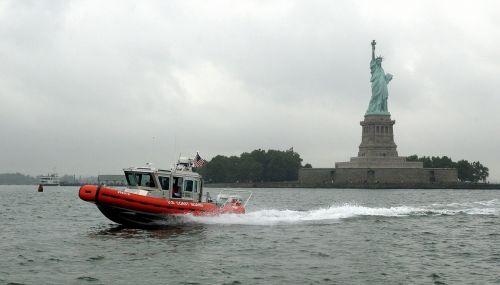 response boat crew water