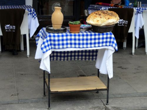 restaurant dining table setting