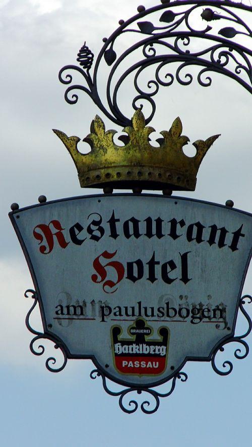 restaurant shield pub