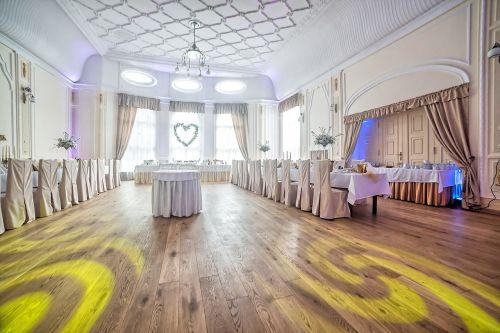 restaurant the adoption of wedding