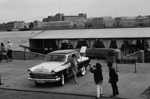 retro  tourists  car