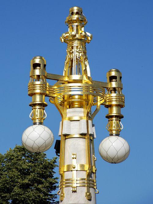 reverberatory doré light