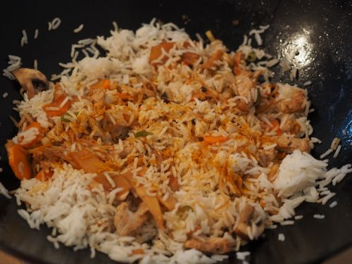 rice ladle rice dish wok
