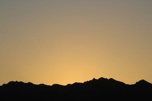 ridge silhouette mountain