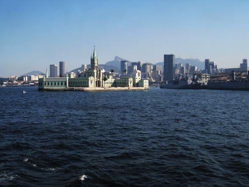 rio skyline fiscal island