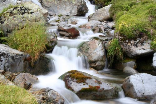 river,mountain,rush,nature,water,landscape,outdoor,natural,rock,environment,stream