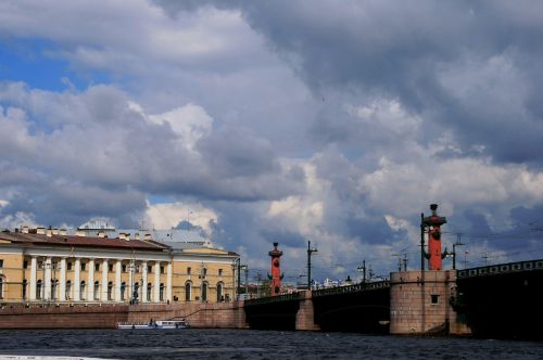 river neva buildings