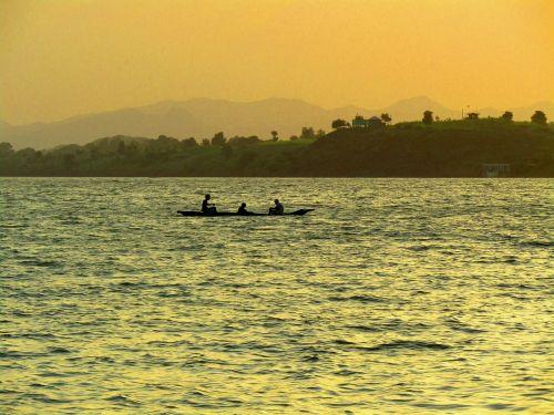 upė,saulėlydis,upės saulėlydis,Narmada upė,Madhya Pradesh,Indija,Centrinė Indija,žvejys,valtis