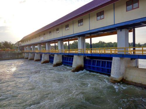 river dam reservoir