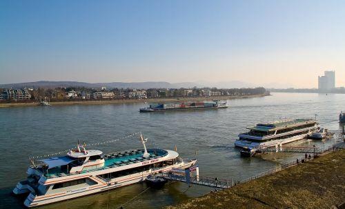 upė,vanduo,kraštovaizdis,rinas,laivai,upės kraštovaizdis,laivyba
