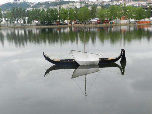 river boot mirroring