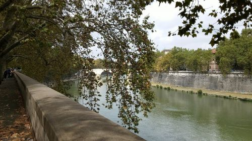 river rome italy