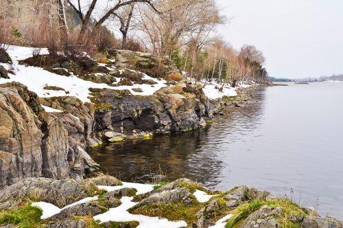 Rokas, papludimys, upė, sniegas, gamta, kraštovaizdis, upės upė