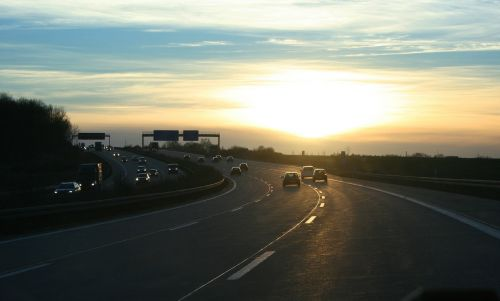 kelias,greitkelis,automobiliai,sonnernuntergang,eismas,nuotolinis eismas,vairuoti,dangus,kelionė,automatinis,žibintai