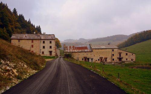 road borgo houses