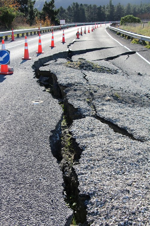 road  earthquake  damage